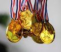 100pcs Children Gold Plastic Winners Medals Sports Day Party Bag Prize Awards Toys For party decor