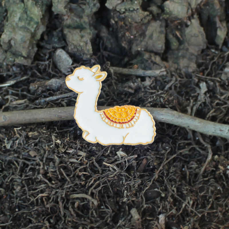 赤ちゃんラマエナメルピン睡眠アルパカベビー漫画動物子羊ブローチかわいい子羊バッジギフトの子供服アクセサリー