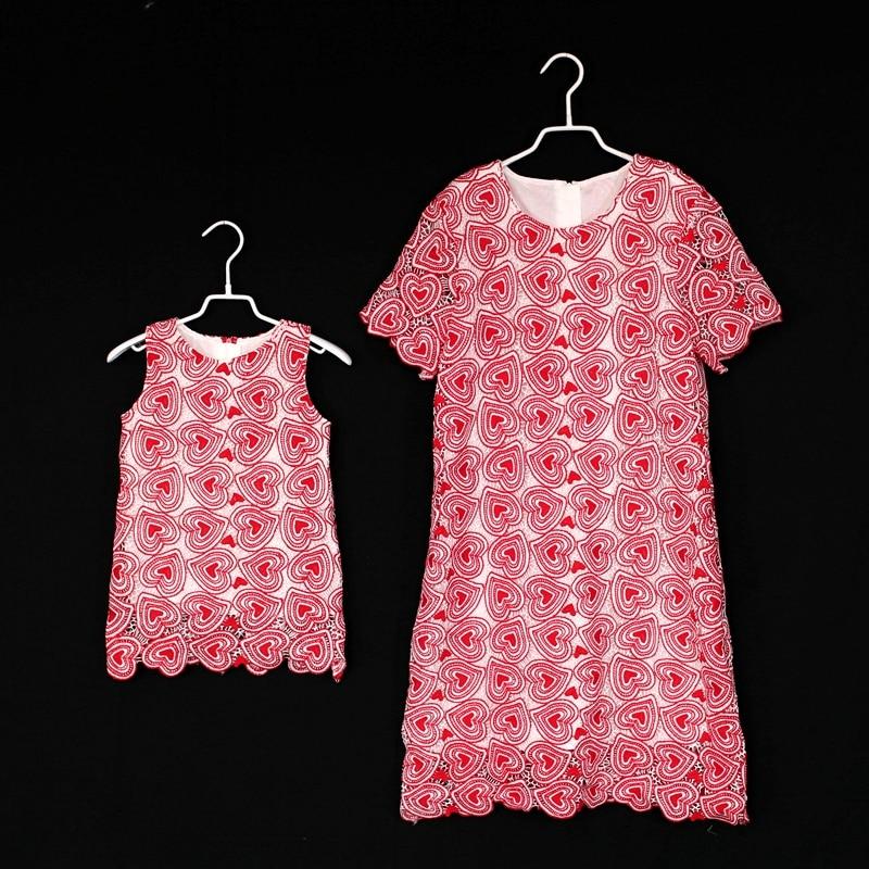 Mère fille robes été famille correspondant tenues bébé fille coeur dentelle robe momie fille robe enfants fête d'anniversaire robe