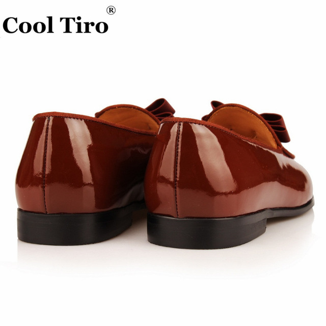 COOL TIRO Handmade Moccasins Black Patent leather And velvet Stitching With Bow Tie Men Wedding Dress Shoes Banquet Loafer