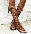 2017 Mujeres de La Moda de Verano Botas de Cuero Real de la Vendimia Con Flecos Sandalias Recortes Cremallera Zapatos Mujer Rodilla Botas de Gladiadores