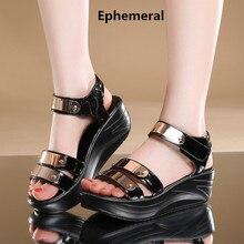 Дамы туфли на платформе с заклепками клинья сандалии женская обувь 2017 sandalias mujer летом открытым носком лакированной кожи черного 42 41