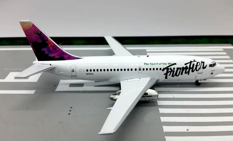 ФОТО BBOX200 1:200 American Frontier Airlines Boeing 737-200 aircraft model N1PC Alloy collection model