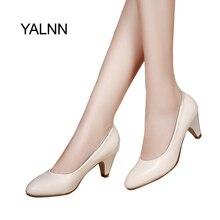 YALNN Olgun Kadın Pompaları Yüksek topuklu ayakkabılar deri 5 cm med yüksek kaliteli ayakkabılar Beyaz siyah Pompaları bayan Pompaları