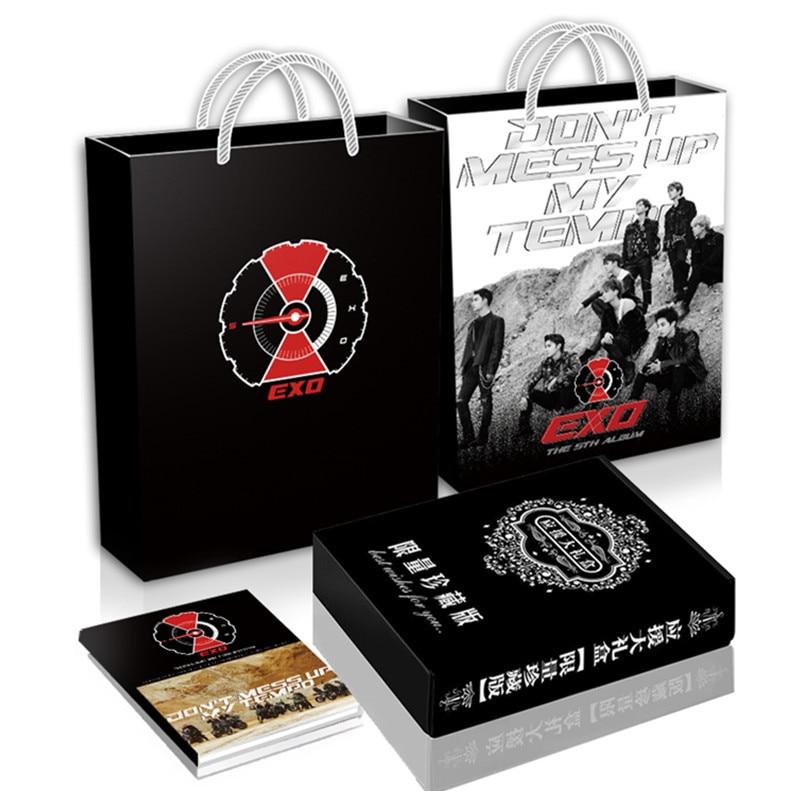 [MYKPOP] EXO Cadeau De Luxe Ensemble CD + Carte Postale + Photo livre + Photo Titulaire + Breastpin + bracelet + Favoris + Autocollants + Papier Sac SA18110706