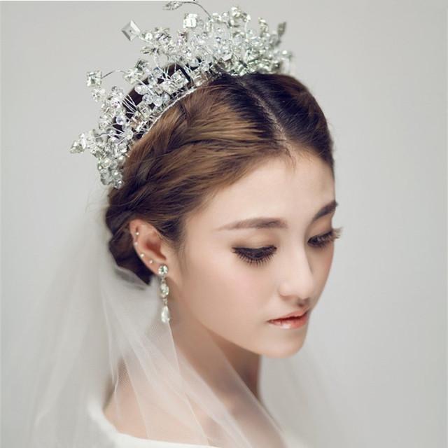 O acessório de cabelo noiva de cristal luminoso casado artesanal cabelo acessório com luz rainha do vestido de casamento acessório do cabelo