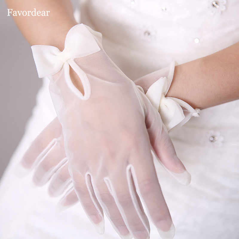 Favordear 2018 New Arrival Lady Banquet Party Wedding Bridal Wrist Length Short Tulle Gloves With Bow White Ivory Formal Gloves
