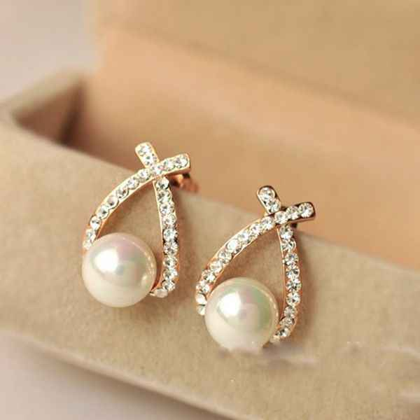Korea Hot Sale Fashion Rhinestone Fish Shape Simulated-pearl Eye Stud Earring for Women Wedding Jewelry Brinco Oorbellen Bijoux