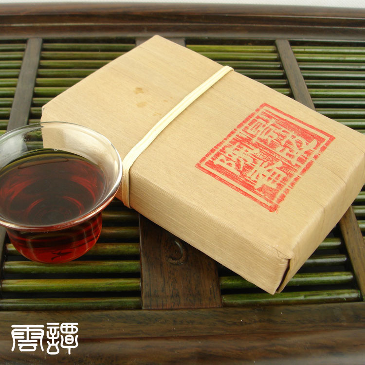 2005 year organic Yunnan puer tea puer brick Old Tea Tree Materials brick Pu erh pu
