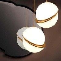 Modern Art Ball Pendant Light Hanging White Acrylic Shade Brass Round Pendant Lamp Creative Suspension Pendant Light Restaurant