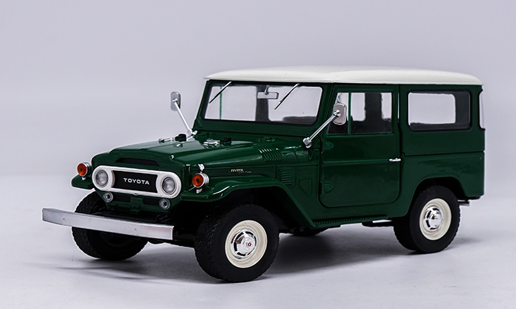 1:18 Diecast Model for Toyota Land Cruiser FJ140 1977 Green Alloy Toy Car Miniature Collection Gift toy car model lc200 1 18 diecast collection suv gift boy lc100 white green land cruiser original high simulation alloy