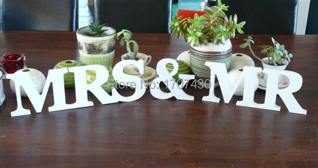 New Wedding Gift Mr & Mrs Letters White Wood Mr & Mrs Sign Top Table Decoration size :8cm