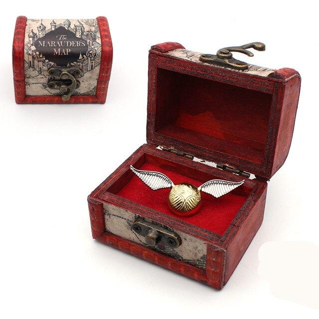 Брошка металлическая Золотой снитч в подарочной шкатулке