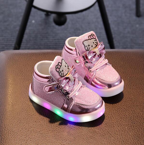 Дети Повседневное освещенные Обувь для девочек светящиеся Спортивная обувь детей рисунок «Hello Kitty» Обувь со светодиодной подсветкой для маленьких девочек прекрасный Сапоги и ботинки для девочек