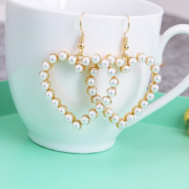 Hollow Soft Cute Retro Geometric Heart Love Heart Heart Pearl Earrings Earrings Simple Ear Jewelry Female Gift Wholesale