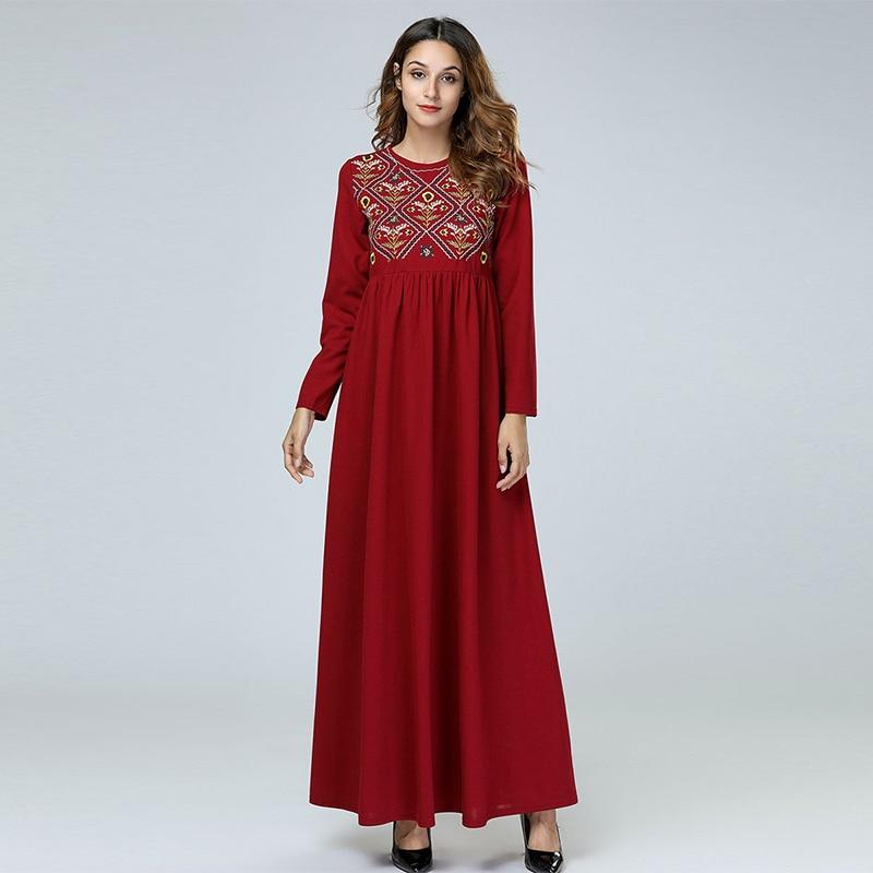 Middle East Afghani Simple Embroidery Plaid Long-sleeved Dress Muslim Round Neck Slim Waist Pleated Ladies Long Skirt