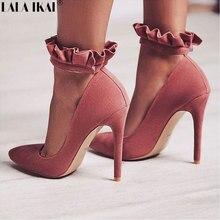 bf1f63089 LALA IKAI Mulheres Bombas Sexy Buckle Strap Ruffles Partido sapatos de Salto  Alto Sapatos Dedo Apontado Primavera Sapatos de Cas.