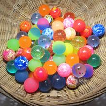 Śmieszne zabawki piłki mieszane piłeczka do odbijania stałe pływające podskakujące dziecko elastyczna gumowa kula bouncy zabawki 25 MM tanie tanio over 6 years old JKLYZXS Sport Unisex J-100pcs-bouncy25mm RUBBER Odbijając piłkę 6 lat