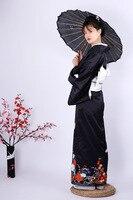 Традиционное женское кимоно с ручкой крана и черными рукавами