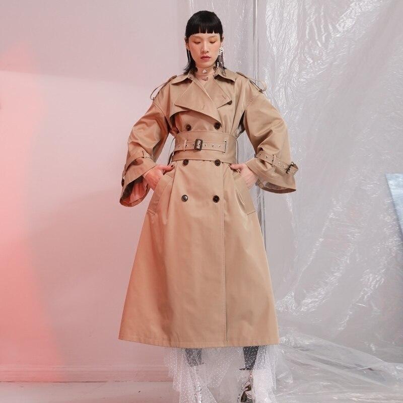 [EAM] 2018 New Autumn Lape Long Sleeve Double Breasted Belt Loose Big Size Long Camel Windbreaker Women Coat Fashion Tide JE6880