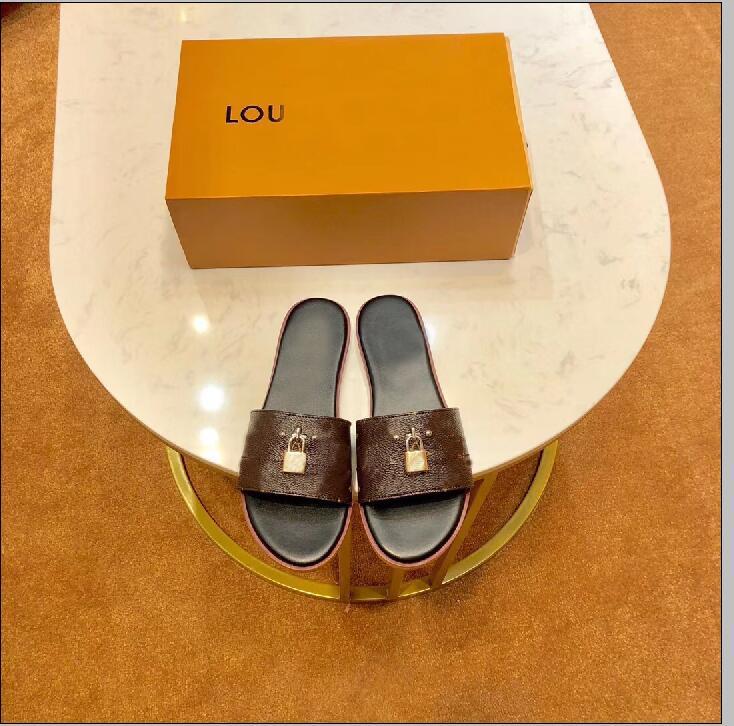 2019 nouveau été glisser classique chaussures en cuir dames mode métal serrure dames pantoufles femmes sandales dames tongs