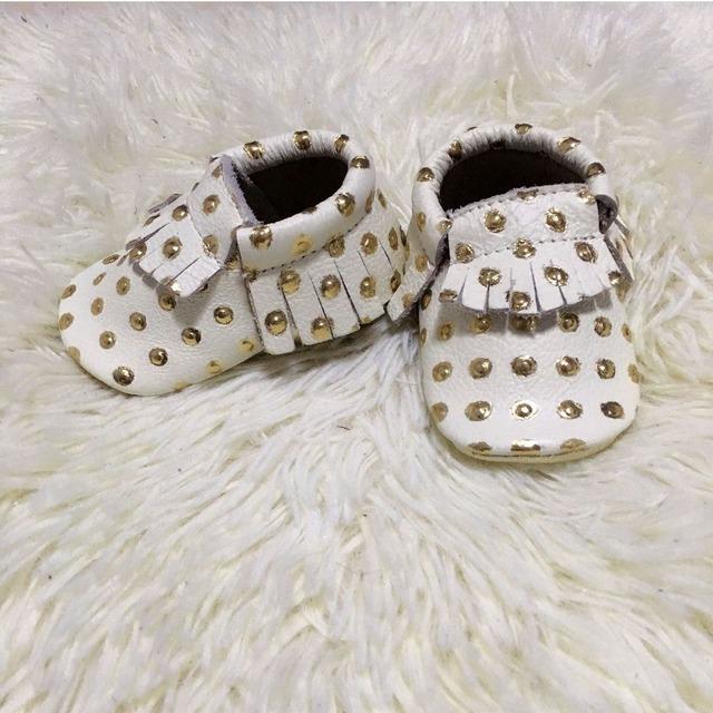 Comercio al por mayor 20 par/lote Nuevo Oro lunares Genuinos Mocasines De Cuero del bebé Zapatos de bebé Recién Nacido primer caminante antideslizante Infantil zapatos