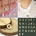 2016 Moda placa de Ouro Mulheres Alfabeto 26 Letras Freindship Unisex Cadeia Clavícula Colar de Pingente de Casal
