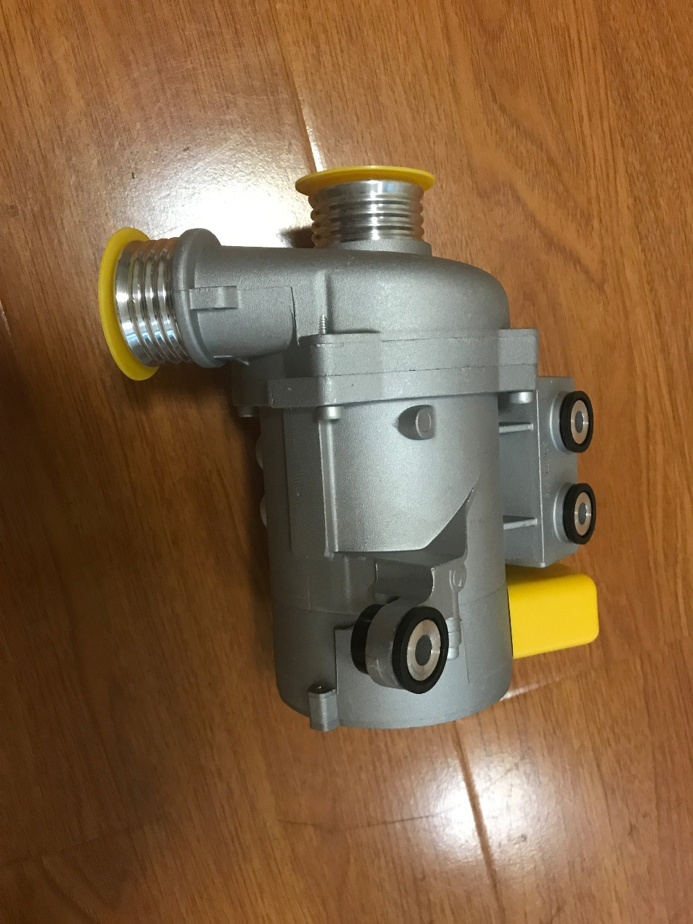 New Electric Engine Water Pump 11517586925 For BMW X3 X5 328i 528i engine genset water pump 751 41022 for alpha lpw lpws lpwt
