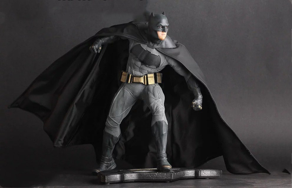 Huong Movie 25CM Batman V Superman Dawn of Justice Batman 1/6 th Scale PVC Collectible Figure Toy Model batman new 52th ver action figure 1 8 scale painted figure black knight pvc action figure collectible model toy 18cmkt3356
