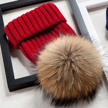 Брендовая зимняя женская шапка высокого качества, шапка бини из натурального меха енота, женские шапки с помпоном, Женская Повседневная шапка для девочек - Цвет: Red