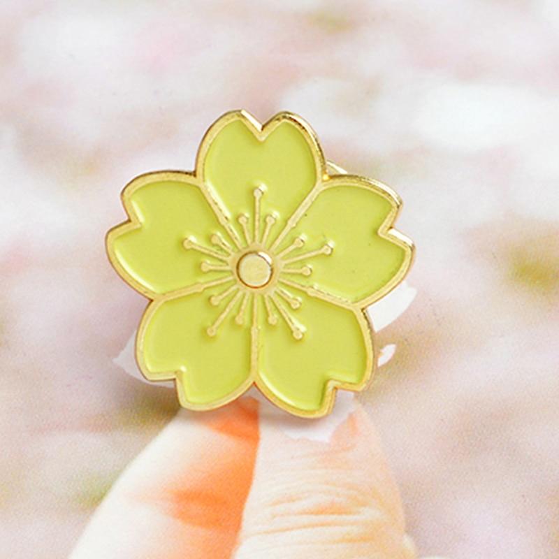 Stylish Beautiful Black Flower Lapel Pin: Fashion Beautiful Yellow Flower Pin Brooch Denim Pin