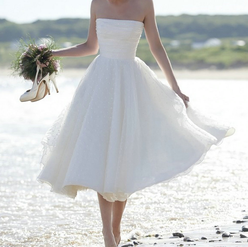 Sexy White Short Wedding Dress 2019 Ivory Wedding Gowns Strapless Tulle Zipper Beach Tea Length Low Price Women Bridal Dresses