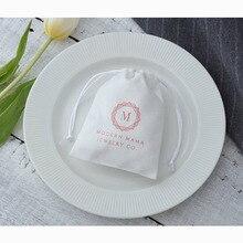 100 белые фланелевые Сумки на шнурке, индивидуальный логотип, упаковка для ювелирных изделий, подарочные сумки для шикарных рождественских свадебных подарков