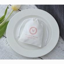 100 bianco Flanella Coulisse Borse Logo Personalizzato personalizzato Borse Multiuso Chic per Natale di Cerimonia Nuziale di Imballaggio Dei Monili del Regalo di Favore Borse