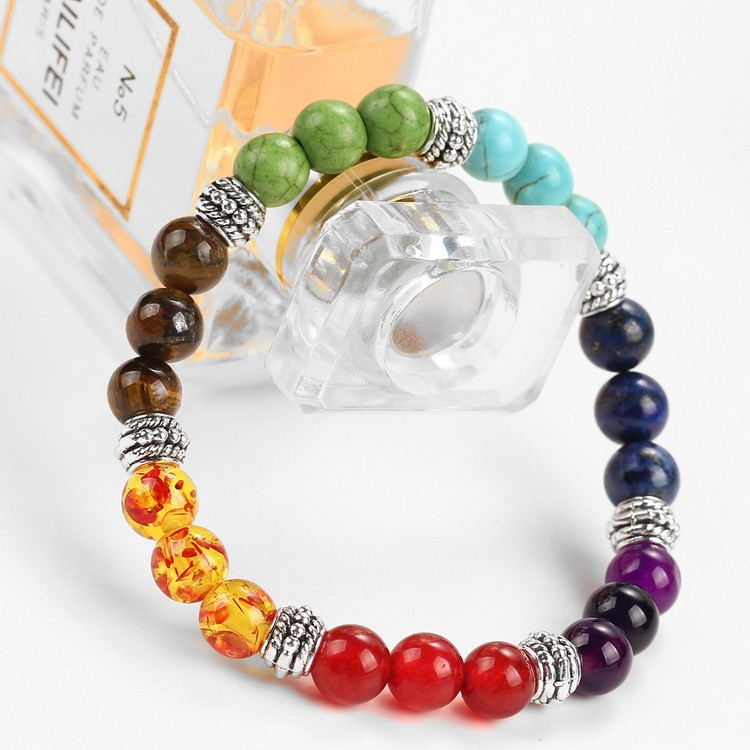 Bracelet 7 chakras, pierres semi-précieuses, mise en scène 3