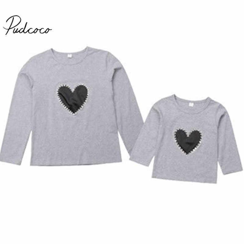 2018 marca nueva familia juego ropa de mamá bebé chico sudadera Tops de manga larga estampado corazón Jersey gris de algodón ropa de otoño
