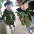 2015 la primavera y el otoño de ropa infantil niñas y niños mickey en abrigo capa de polvo del párrafo crece en niños uniforme