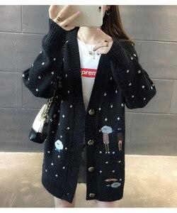 Image 4 - Kadın kazak sonbahar kış giyim kazak v yaka rahat örgü hırka karikatür nakış uzun kollu kore gevşek hırka