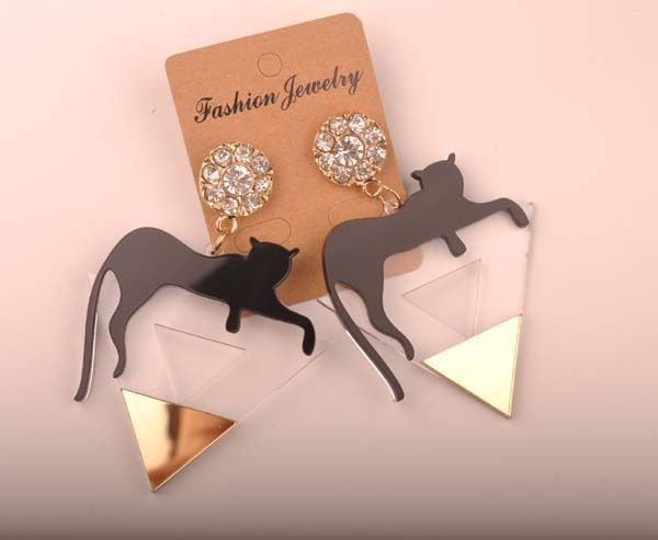 Gold color triangle Cat leopard head earrings 3