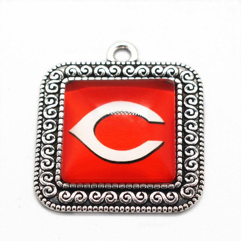 2017 Newest alloy glass pendant floating charms Cincinnati Reds team dangle charms fit DIY jewelry bracelet bangle necklace