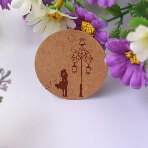 New Arrival 100pcs/lot Brown Kraft Paper Tags Couple Design Round Label Wedding Gift Decorating Tag 3.5*3.5cm