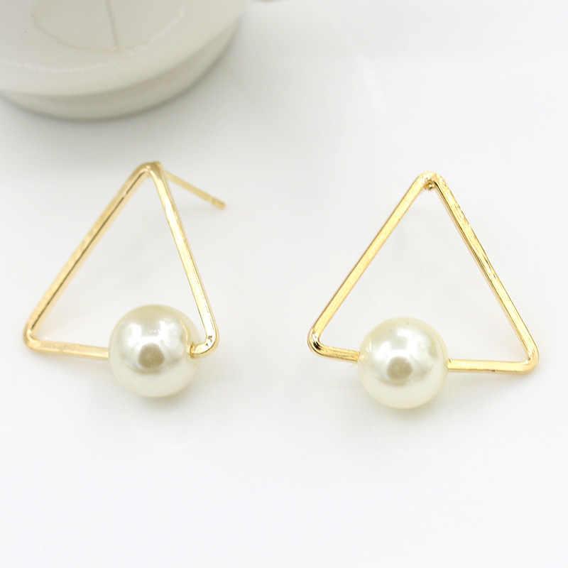 זהב מתכתי משולש שחור & לבן סימולציה פרל גיאומטרי Stud עגילי פירסינג תכשיטי עבור נשים