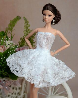 The new licensed case for Barbie doll clothes princess toys clothing skirt wedding dress upscale wedding dress