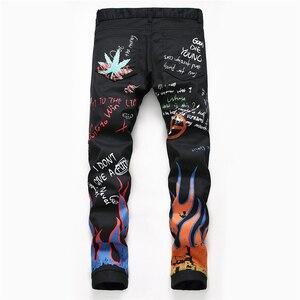 Image 2 - Sokotoo男性のファッションの手紙炎黒プリントジーンズスリムストレート着色塗装ストレッチパンツ