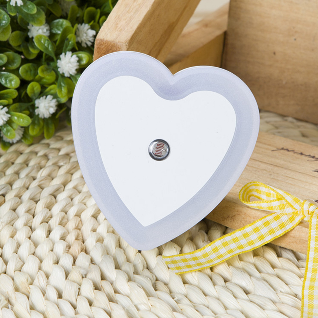 LED Night Light Sensor Control Night Light Mini EU Plug Novelty Heart Shape Bedroom Lamp For Baby Gift Romantic Colorful Lights