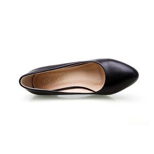 Image 5 - YALNN النساء الأحذية الأسود مضخات 5 سنتيمتر جديد ميد كعب مضخات وأشار اصبع القدم الكلاسيكية الأسود أحذية من الجلد مكتب السيدات أحذية