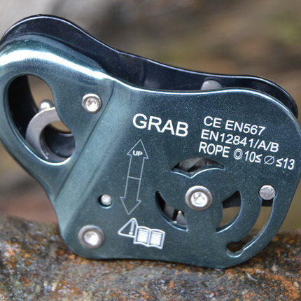 Hot sale NEW Rock Climbing Asending & Descending Safety Equipment Removable Rope Gripper Automatic Lock Protctive Gear