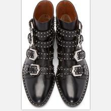 Женские ботинки Martin кожа 100% женские ботильоны Заклёпки шипованных Западной винтажные мотоботы женские Подиум леди Обувь
