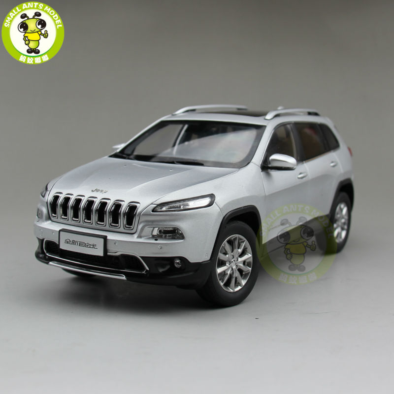 1/18 Jeep Cherokee Diecast Metal Car Suv Model Collection Gift Silver Color 1 18 vw volkswagen teramont suv diecast metal suv car model toy gift hobby collection silver