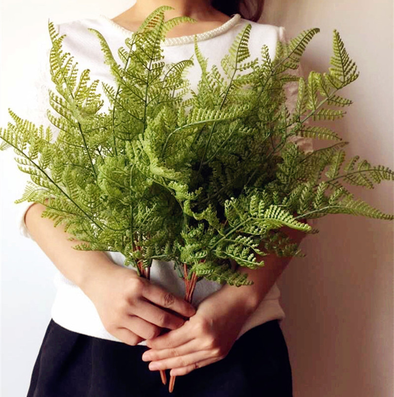 Real Touch Feeling Fernblad Bunch Konstgjord Fern Greenery Evergreen Plant för Wedding Centerpieces Decorative Greenery